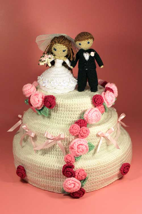 Dreamy Bride And Groom With Wedding Cake Amigurumi Pattern