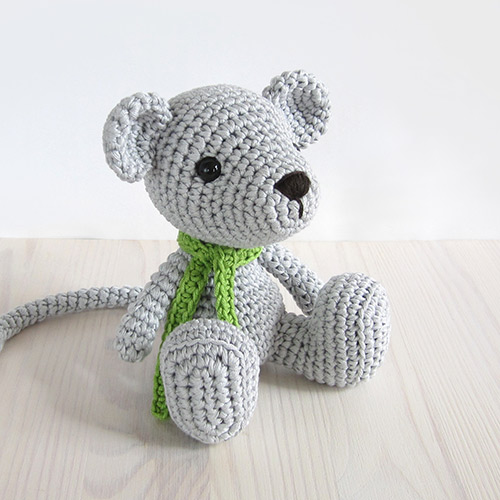 Free Crochet Pattern For Minnie Mouse Amigurumi : Small sitting mouse amigurumi pattern - Amigurumipatterns.net