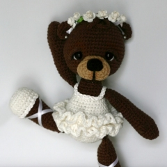 Bonbon, the Ballerina Bear amigurumi by Elfin Thread