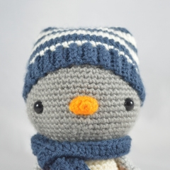 Freezy the Penguin amigurumi pattern by YOUnique crafts