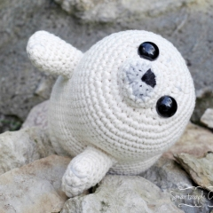 Bubbly the Baby Seal amigurumi pattern by Smartapple Creations