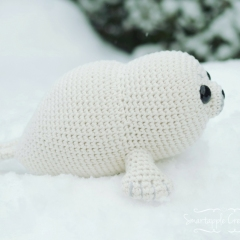 Bubbly the Baby Seal amigurumi by Smartapple Creations