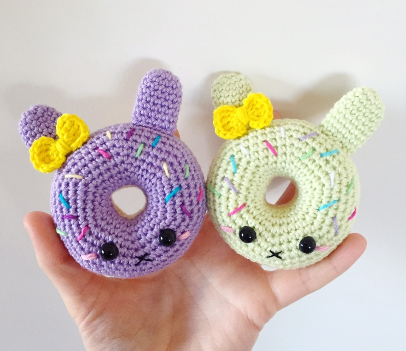 Free Online Crochet Patterns For Amigurumi : Bunny Donuts amigurumi pattern - Amigurumipatterns.net