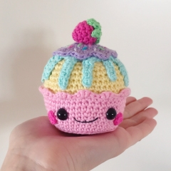 Happy Cupcakes amigurumi pattern by Super Cute Design
