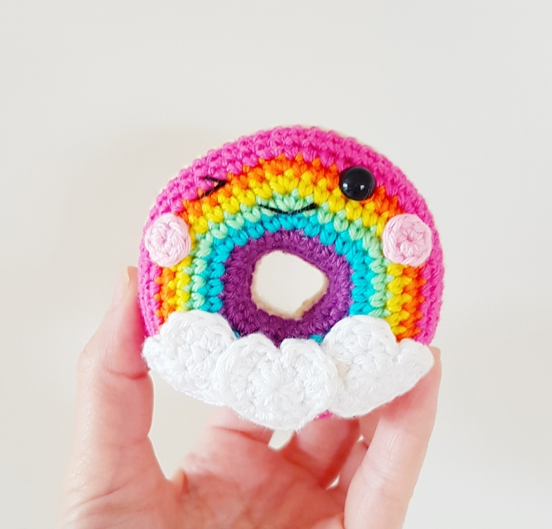 Free Online Crochet Patterns For Amigurumi : Rainbow Donuts amigurumi pattern - Amigurumipatterns.net