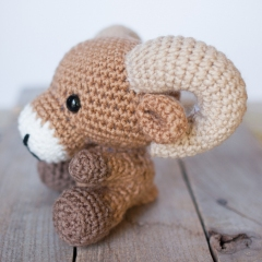 Adorable Ram amigurumi pattern by Theresas Crochet Shop