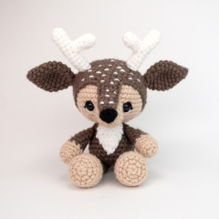 Devin the Deer amigurumi by Theresas Crochet Shop