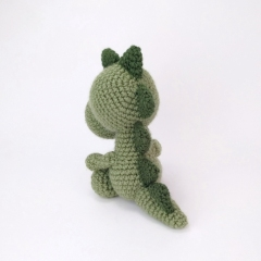 Mr. Dinosaur amigurumi pattern by Theresas Crochet Shop