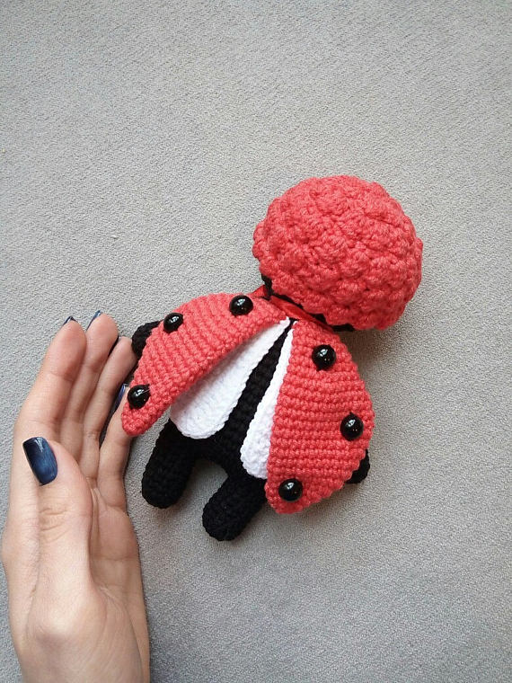 Ravelry: Ladybug (Colourful Crochet, Amigurumi) pattern by Havva Ünlü | 760x570