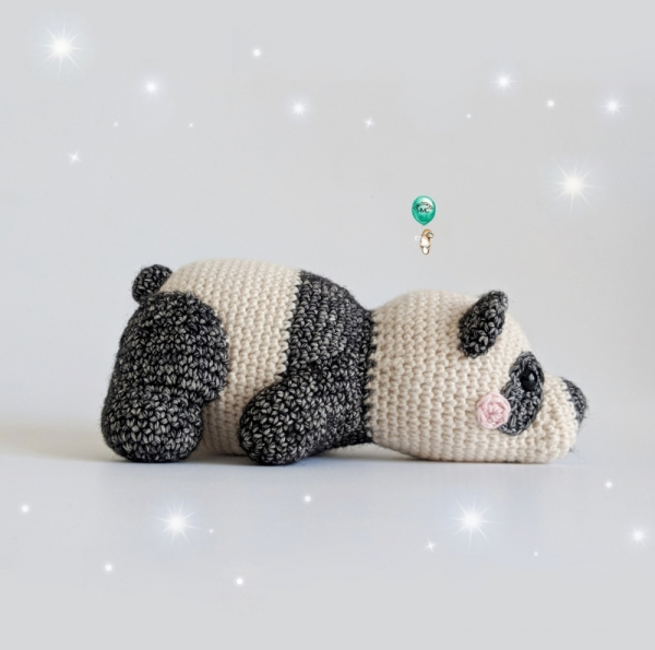 Cuddle Me Panda amigurumi pattern - Amigurumi Today | 595x600
