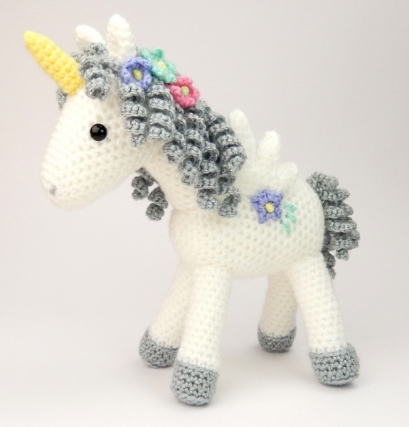 Crochet Unicorn : Curlicue the Unicorn amigurumi pattern - Amigurumipatterns.net
