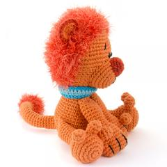 Leopold the lion amigurumi pattern by Woolytoons