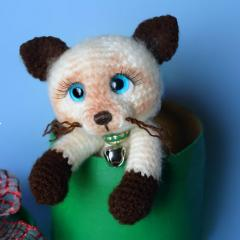 Othello the siamese kitten amigurumi pattern by Elfin Thread