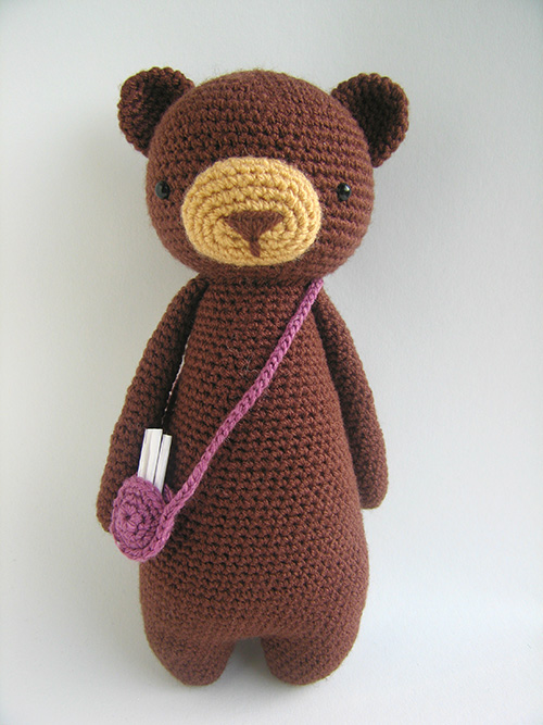 Tall bear with bag amigurumi pattern - Amigurumipatterns.net
