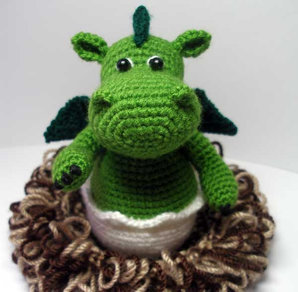 Amigurumi Dragon Gratuit : Baby Dragon in its Nest amigurumi pattern ...
