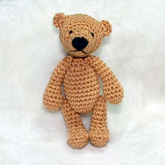 Erwan the Bear amigurumi crochet pattern by Minimonde