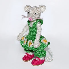 Green Mouse amigurumi pattern by Minimonde