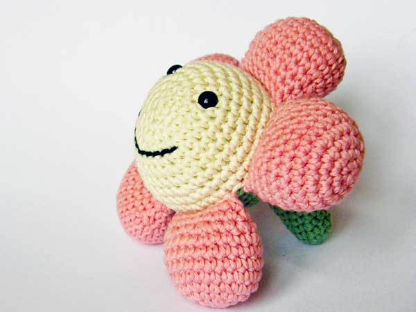 Amigurumi Flower Free Pattern : Happy Flower amigurumi pattern - Amigurumipatterns.net