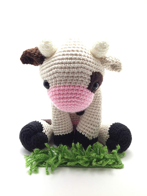 Amigurumi Easter Patterns Free : Lola the Cow amigurumi pattern - Amigurumipatterns.net
