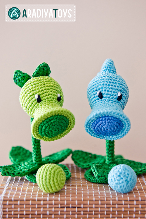 Free Crochet Patterns Zombie : Peashooter and Snow Pea (plants vs zombies) amigurumi ...