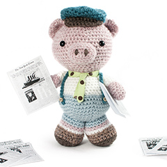 Amigurumi Animals at Work - Parker the newspaper boy piglet